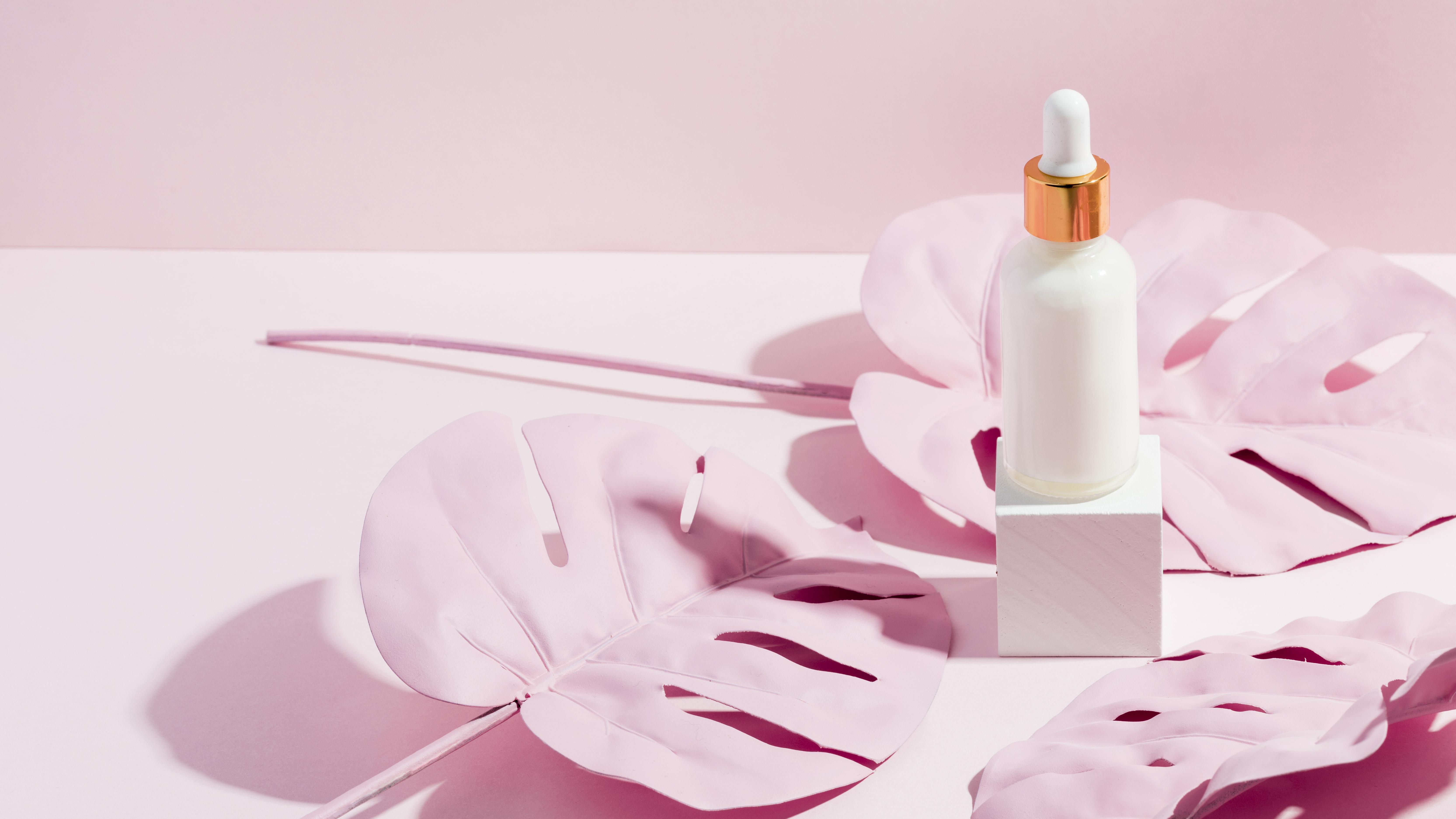 body-butter-recipient-with-palm-leaves